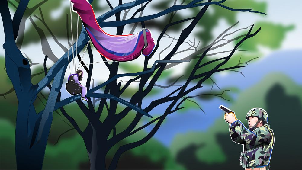 木に引っかかっているシーン