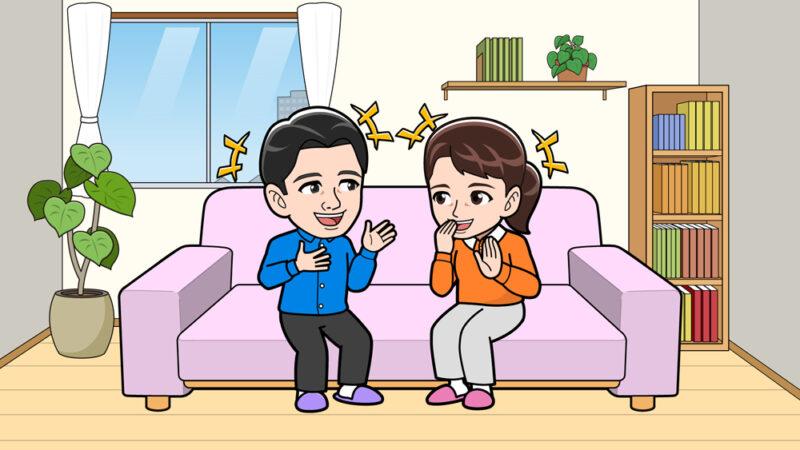 ソファーで楽しくしているカップル